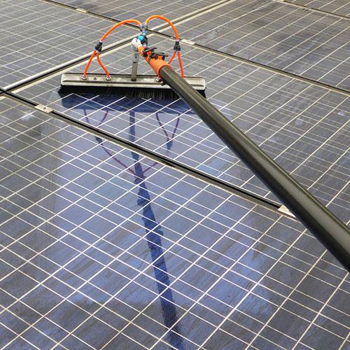 Photovoltaik Module schadensfrei und werterhaltend reinigen.