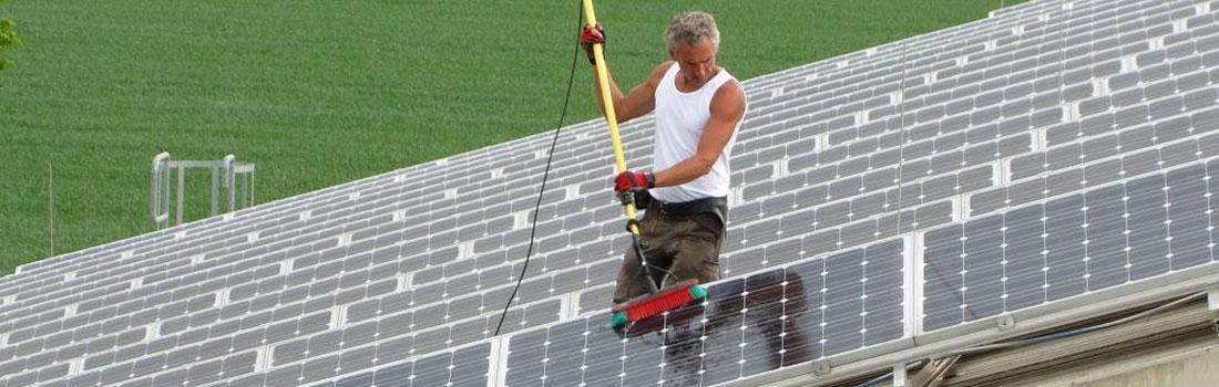 Photovoltaik Anlage selber reinigen